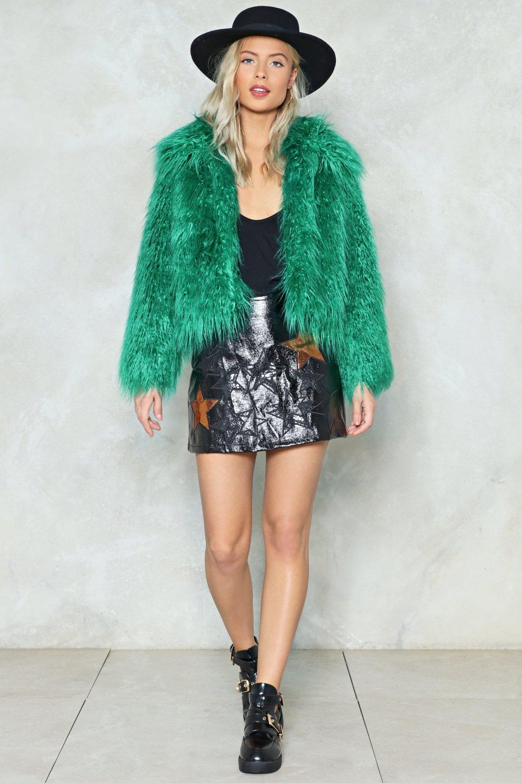 black-mini-skirt-black-shoe-booties-green-emerald-jacket-coat-fur-blonde-hat-fall-winter-lunch.jpg