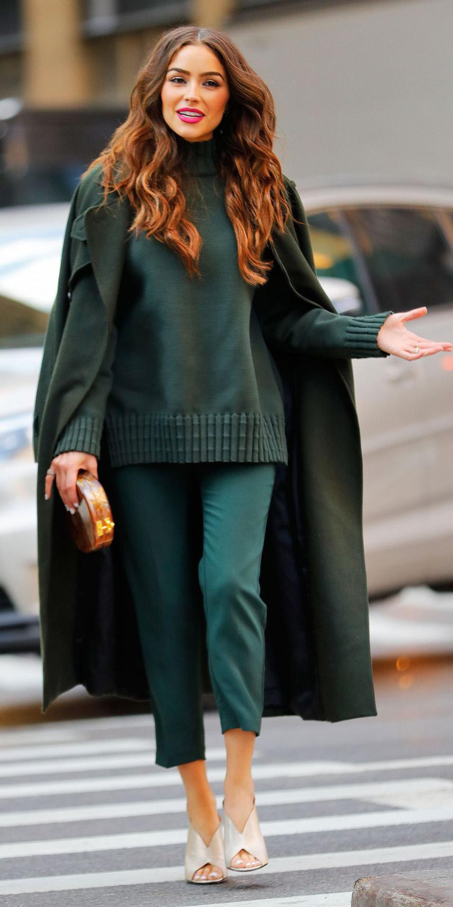 green-dark-slim-pants-green-dark-sweater-turtleneck-tan-shoe-sandalh-green-dark-jacket-coat-mono-oliviaculpo-newyork-howtowear-fashion-style-outfit-fall-winter-brun-dinner.jpg