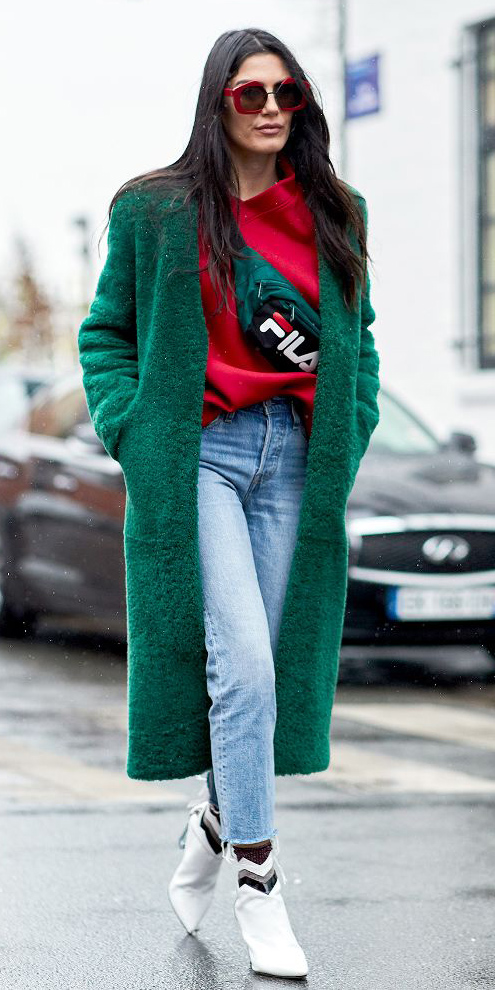 blue-light-skinny-jeans-white-shoe-booties-red-sweater-sweatshirt-green-bag-fannypack-green-dark-jacket-coat-sun-brun-fall-winter-lunch.jpg