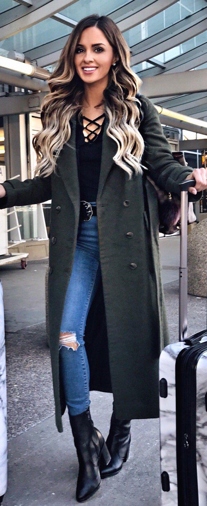 how-to-style-blue-med-skinny-jeans-black-tee-belt-hairr-green-dark-jacket-coat-black-shoe-booties-fall-winter-fashion-weekend.jpg