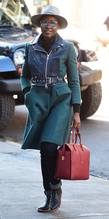 black-skinny-jeans-black-sweater-howtowear-style-fashion-fall-winter-green-dark-jacket-coat-turtleneck-black-shoe-booties-sun-hat-red-bag-lupitanyongo-brun-lunch.jpg