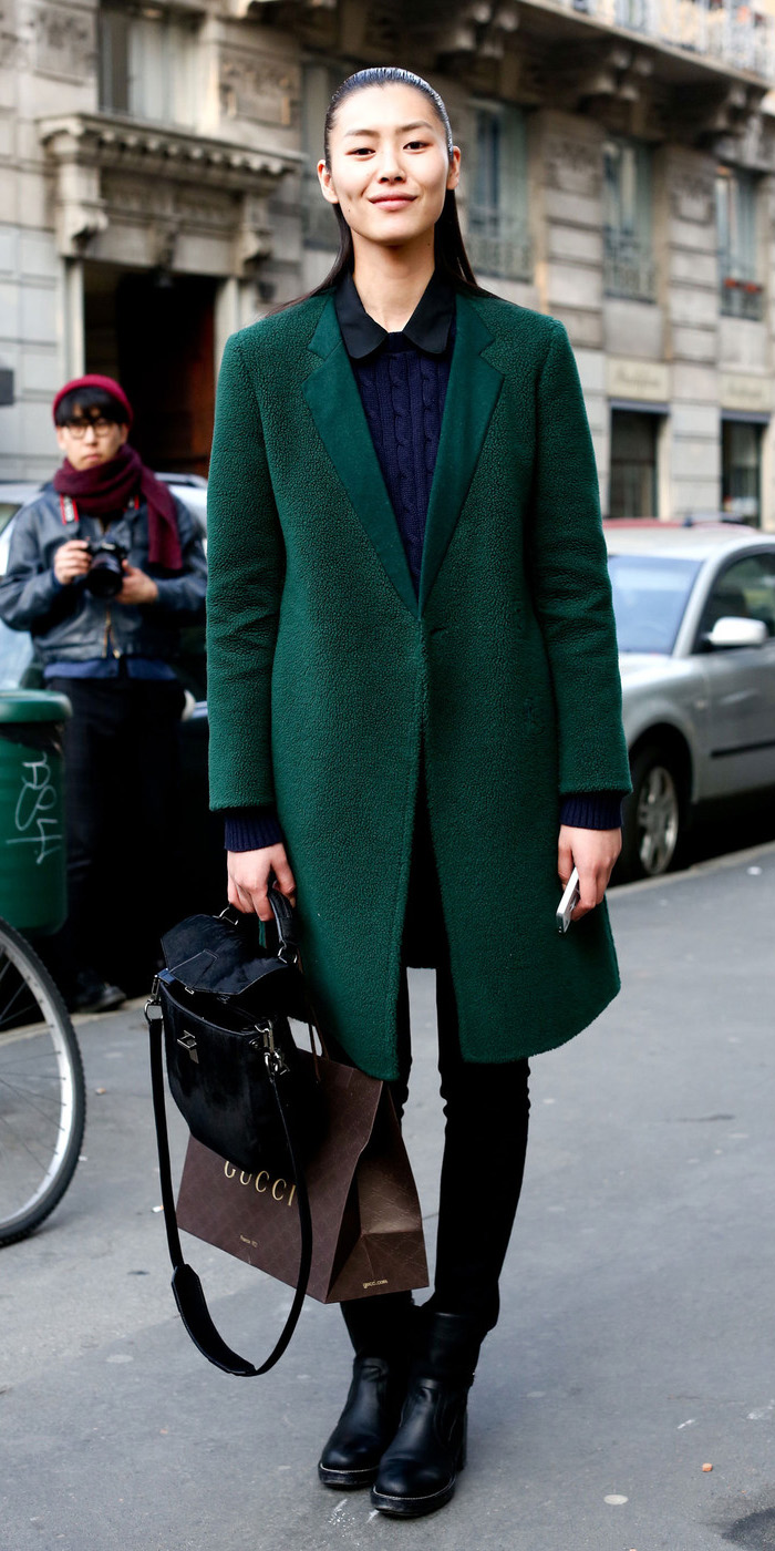 black-skinny-jeans-blue-navy-sweater-black-shoe-booties-green-dark-jacket-coat-fall-winter-brun-work.jpg