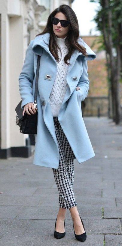 white-slim-pants-print-white-sweater-turtleneck-blue-light-jacket-coat-brun-sun-black-bag-black-shoe-pumps-fall-winter-lunch.jpg