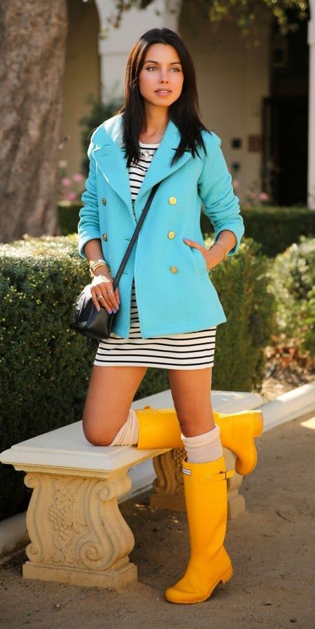 white-dress-tshirt-stripe-black-bag-brun-socks-yellow-shoe-boots-wellies-blue-light-jacket-coat-peacoat-spring-summer-lunch.jpg