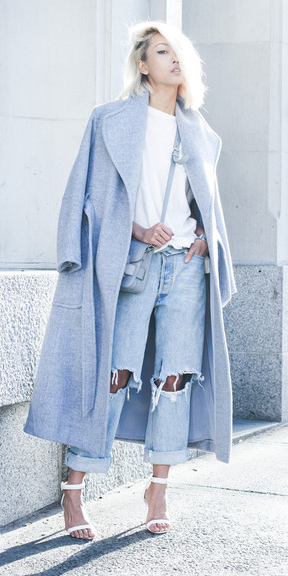 blue-light-boyfriend-jeans-white-tee-blue-bag-white-shoe-sandalh-blue-light-jacket-coat-blonde-spring-summer-lunch.jpg