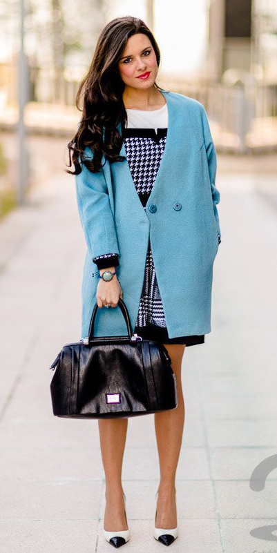 how-to-style-houndstooth-print-blue-light-jacket-coat-brun-black-bag-white-shoe-pumps-fall-winter-fashion-work.jpg