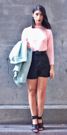 black-shorts-pink-light-sweater-brun-log-black-shoe-sandalh-blue-light-jacket-coat-peacoat-fall-winter-lunch.jpg