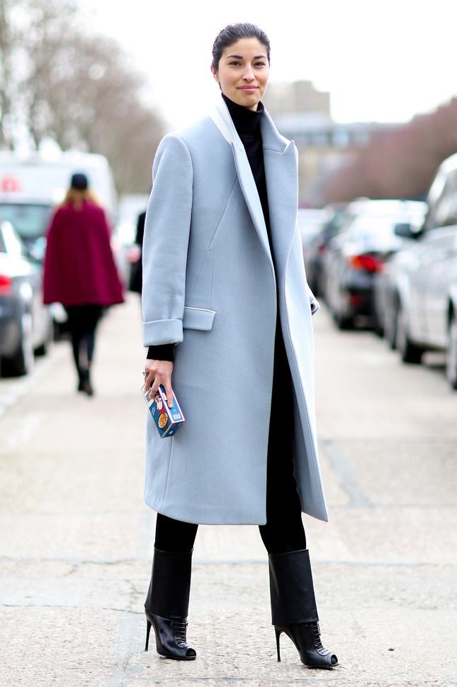 black-slim-pants-black-sweater-turtleneck-brun-black-shoe-booties-blue-light-jacket-coat-fall-winter-dinner.jpg