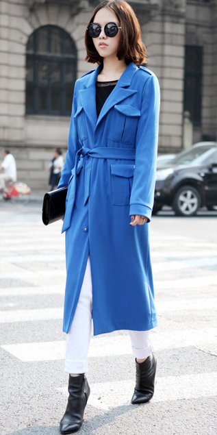 white-skinny-jeans-black-shoe-booties-blue-med-jacket-coat-trench-sun-brun-bob-fall-winter-lunch.jpg