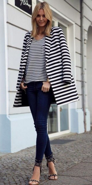 blue-navy-skinny-jeans-blue-navy-tee-stripe-blue-navy-jacket-coat-stripe-print-blue-shoe-sandalh-howtowear-fashion-style-outfit-spring-summer-blonde-lunch.jpg