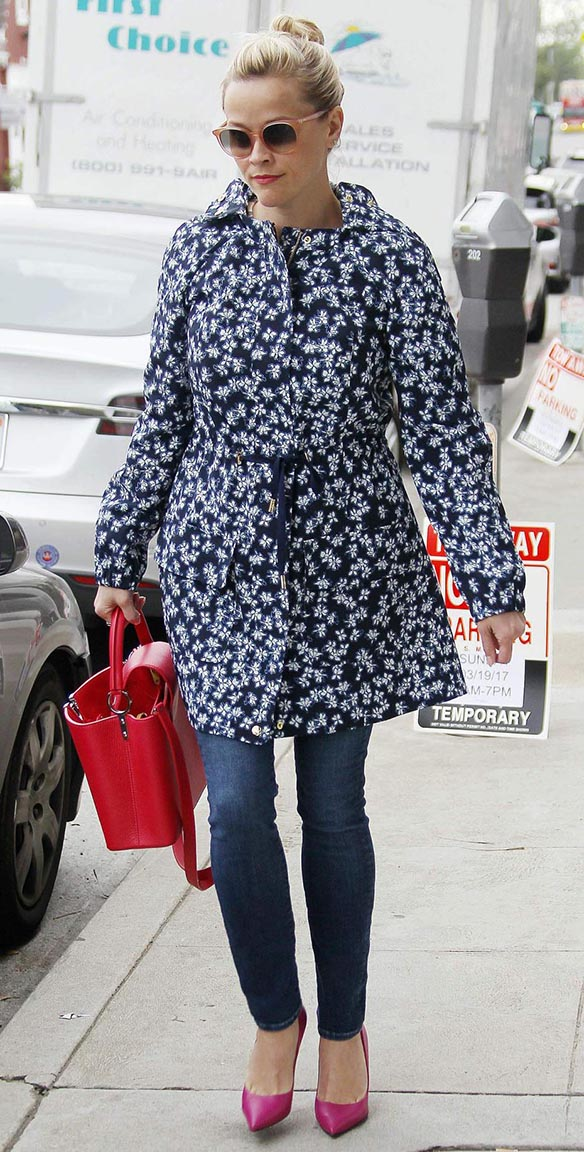 blue-med-skinny-jeans-blue-navy-jacket-coat-print-sun-bun-red-bag-magenta-shoe-pumps-reesewitherspoon-howtowear-style-spring-summer-blonde-lunch.jpg