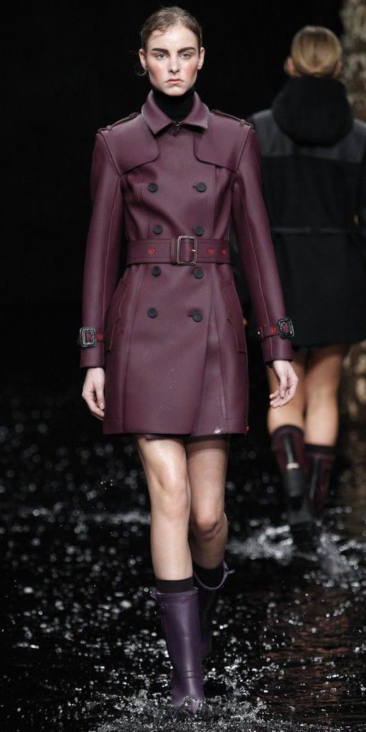 purple-shoe-boots-wellies-rain-hairr-runway-black-sweater-turtleneck-purple-royal-jacket-coat-trench-fall-winter-lunch.jpg