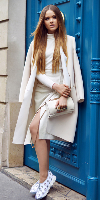 white-pencil-skirt-white-sweater-white-bag-howtowear-style-fashion-fall-winter-white-shoe-sneakers-white-jacket-coat-mono-outfit-hairr-lunch.jpg