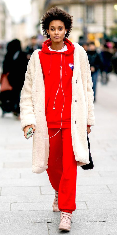 red-joggers-pants-pink-shoe-sneakers-white-jacket-coat-layer-red-sweater-sweatshirt-hoodie-brun-fall-winter-weekend.jpg