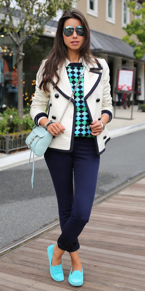 blue-navy-skinny-jeans-green-emerald-sweater-print-white-jacket-coat-peacoat-brun-sun-blue-bag-blue-shoe-loafers-fall-winter-weekend.jpg