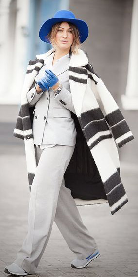 grayl-wideleg-pants-suit-layer-white-jacket-coat-stripe-gloves-hat-gray-shoe-sneakers-grayl-jacket-blazer-fall-winter-blonde-lunch.jpg