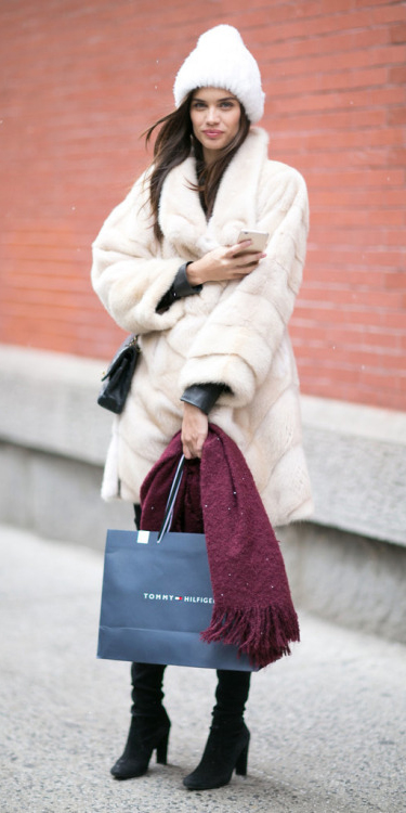 white-jacket-coat-fur-black-shoe-boots-burgundy-scarf-black-bag-howtowear-fashion-style-outfit-fall-winter-beanie-brunette-lunch.jpg