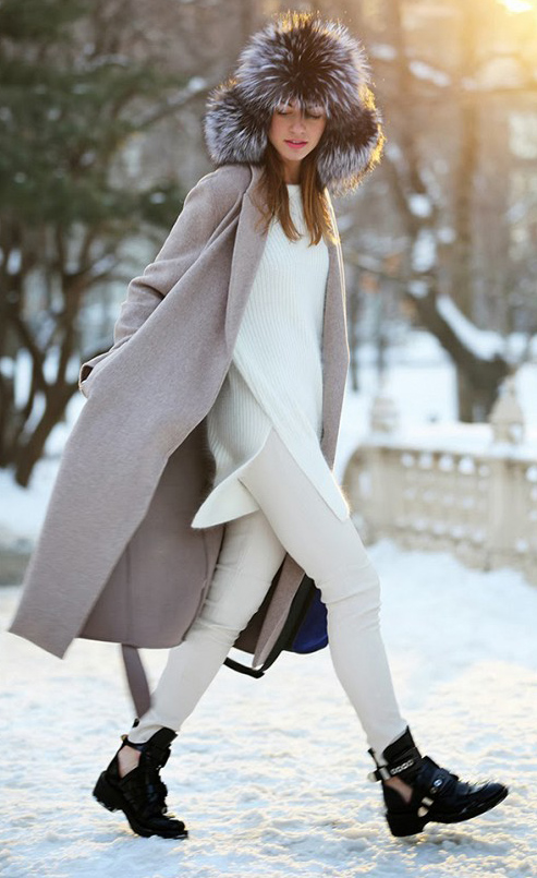 white-skinny-jeans-white-sweater-howtowear-fashion-style-outfit-fall-winter-tunic-grayl-jacket-coat-black-shoe-booties-hairr-weekend.jpg