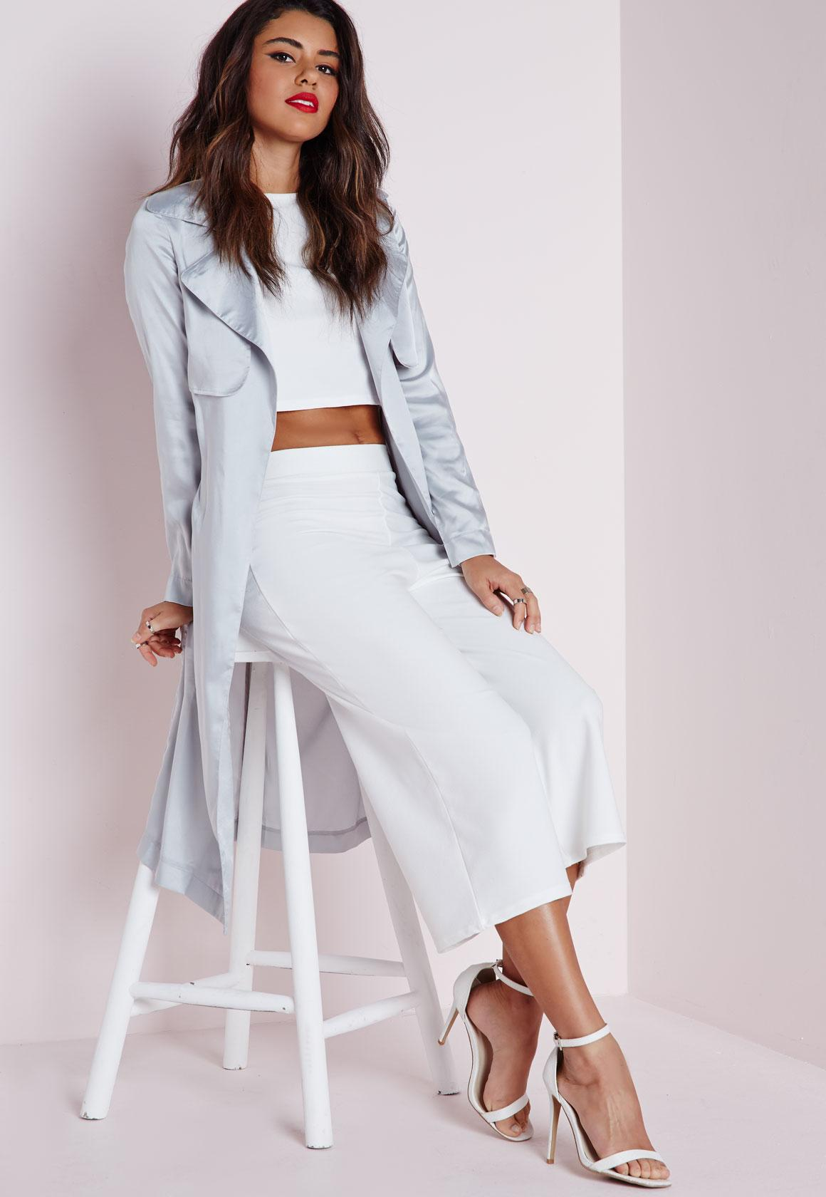 white-culottes-pants-white-crop-top-grayl-jacket-coat-trench-white-shoe-sandalh-spring-summer-brun-dinner.jpg