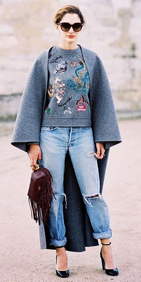 how-to-style-blue-light-boyfriend-jeans-grayl-sweater-sweatshirt-grayl-jacket-coat-cape-burgundy-bag-black-shoe-pumps-sun-hairr-fall-winter-fashion-lunch.jpg