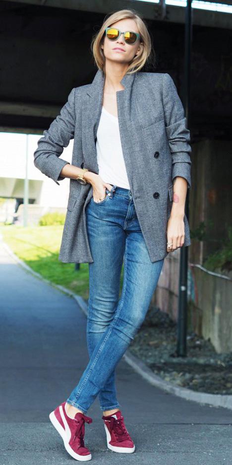 blue-med-skinny-jeans-white-tee-grayl-jacket-coat-burgundy-shoe-sneakers-sun-howtowear-fashion-style-outfit-spring-summer-blonde-weekend.jpg