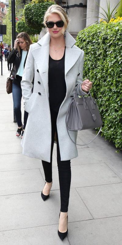 black-skinny-jeans-black-tee-howtowear-fashion-style-outfit-fall-winter-grayl-jacket-coat-black-shoe-pumps-bun-sun-gray-bag-model-street-casualfriday-blonde-work.jpg