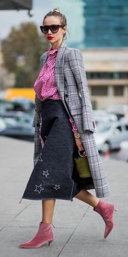 black-midi-skirt-pink-mag-top-gingham-print-blonde-sun-bun-grayl-jacket-coat-plaid-pink-shoe-booties-green-bag-fall-winter-lunch.jpeg