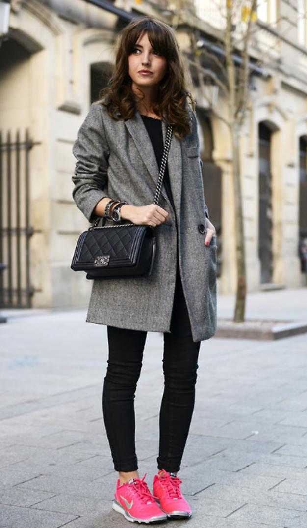 black-skinny-jeans-black-tee-howtowear-fashion-style-outfit-fall-winter-black-bag-grayl-jacket-coat-magenta-shoe-sneakers-brun-weekend.jpg