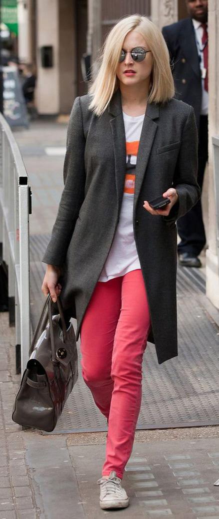 red-skinny-jeans-white-tee-fearnecotton-wear-outfit-fashion-fall-winter-white-shoe-sneakers-grayd-jacket-coat-gray-bag-sun-blonde-lunch.jpg