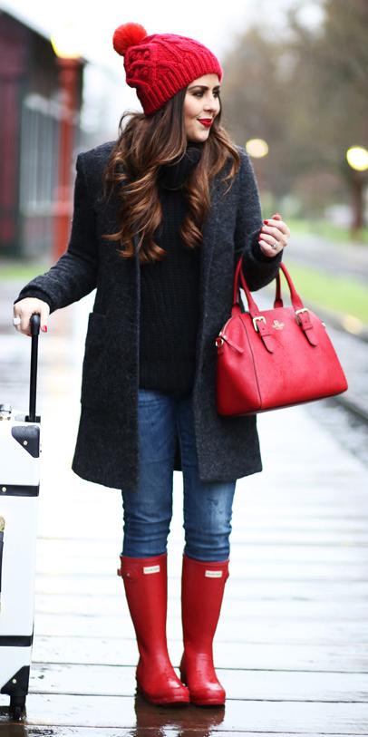 blue-med-skinny-jeans-black-sweater-turtleneck-red-bag-beanie-red-shoe-boots-wellies-rain-grayd-jacket-coat-fall-winter-brun-weekend.jpg