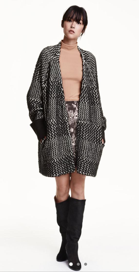 black-mini-skirt-o-tan-sweater-grayd-jacket-coatigan-bun-black-shoe-boots-wear-style-fashion-fall-winter-print-brun-lunch.jpg