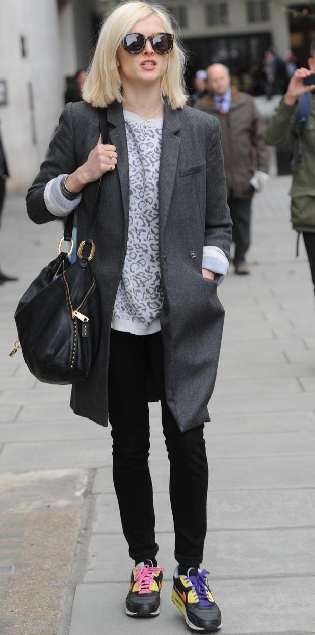 black-skinny-jeans-white-sweater-grayd-jacket-coat-black-bag-sun-leopard-fearnecotton-wear-outfit-fashion-fall-winter-yellow-shoe-sneakers-blonde-lunch.jpg