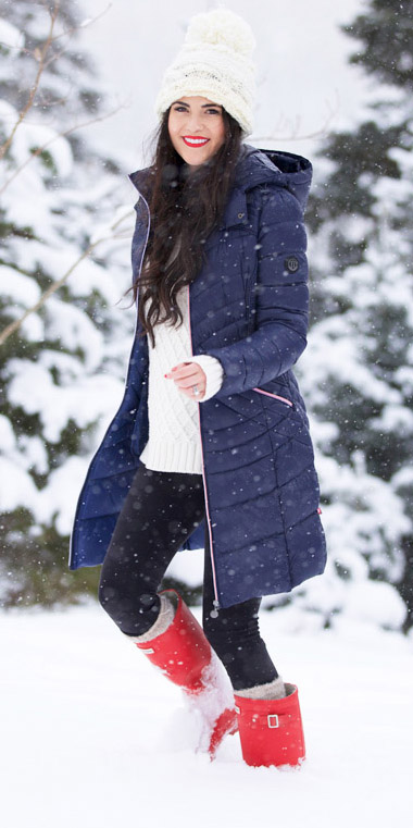 black-leggings-white-sweater-beanie-socks-red-shoe-boots-rain-snow-blue-navy-jacket-coat-puffer-fall-winter-brun-weekend.jpg