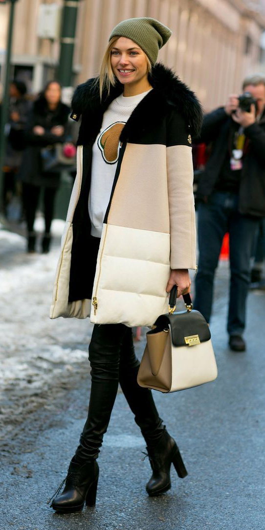 black-skinny-jeans-white-sweater-sweatshirt-white-bag-black-shoe-booties-beanie-white-jacket-coat-puffer-fall-winter-blonde-weekend.jpg
