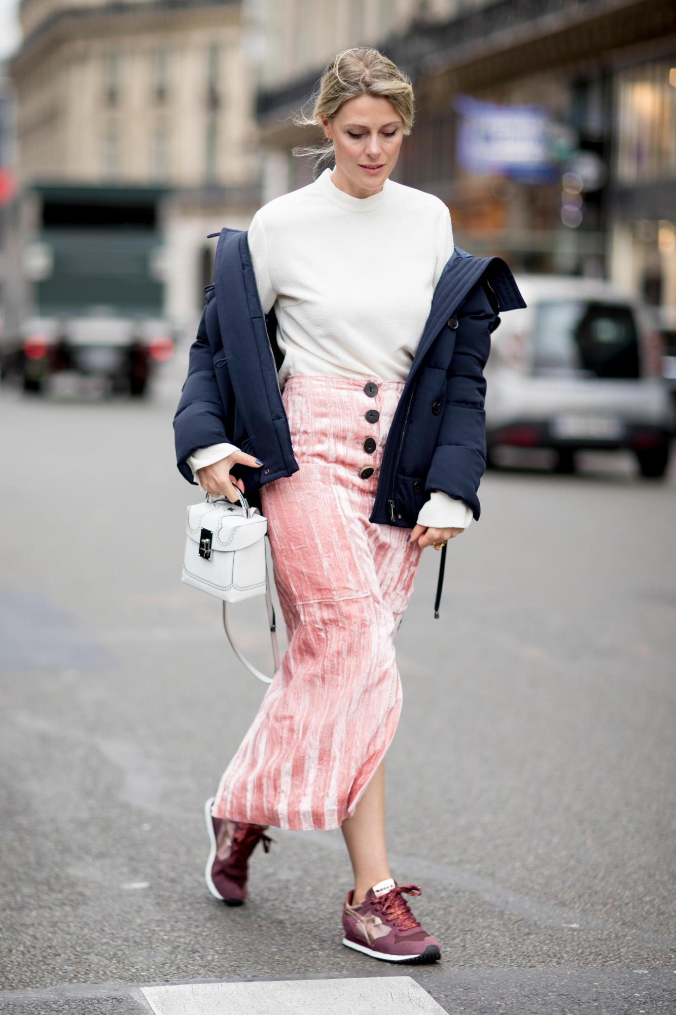 pink-light-midi-skirt-burgundy-shoe-sneakers-white-bag-white-sweater-turtleneck-black-jacket-coat-puffer-blonde-paris-fashion-week-street-style-fall-winter-lunch.jpg