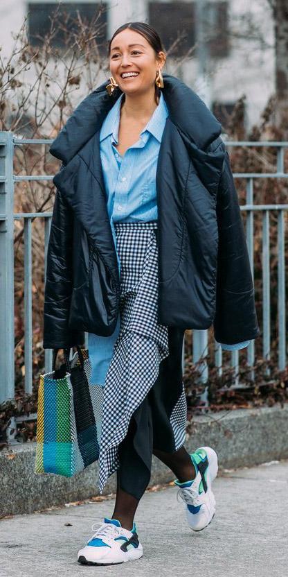 black-midi-skirt-print-blue-light-collared-shirt-black-jacket-coat-puffer-brun-bun-earrings-black-tights-white-shoe-sneakers-blue-bag-fall-winter-lunch.jpg