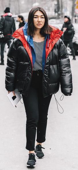 black-skinny-jeans-black-tee-stripe-black-shoe-sneakers-black-jacket-coat-puffer-fall-winter-brun-weekend.jpg
