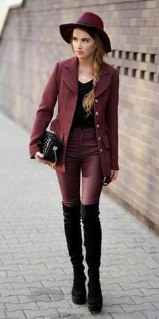 r-burgundy-skinny-jeans-black-tee-burgundy-jacket-blazer-black-shoe-boots-hat-black-bag-braid-howtowear-style-fashion-fall-winter-blonde-lunch.jpg