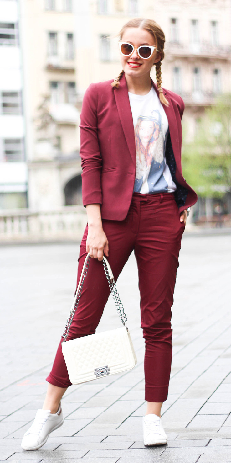 burgundy-slim-pants-suit-white-graphic-tee-braid-sun-white-bag-white-shoe-sneakers-burgundy-jacket-blazer-spring-summer-blonde-lunch.jpg