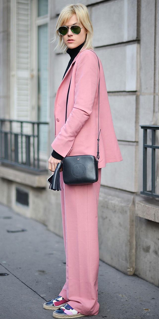 pink-light-wideleg-pants-suit-black-bag-pink-light-jacket-blazer-black-sweater-turtleneck-blonde-sun-fall-winter-weekend.jpg