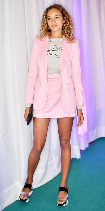 pink-light-mini-skirt-grayl-graphic-tee-pink-light-jacket-blazer-suit-black-shoe-sandals-hoops-spring-summer-hairr-lunch.jpg