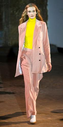 pink-light-wideleg-pants-suit-pink-light-jacket-blazer-boyfriend-yellow-sweater-turtleneck-fall-winter-hairr-work.jpg