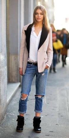 blue-med-boyfriend-jeans-white-collared-shirt-pink-light-jacket-blazer-blonde-belt-wear-spring-summer-outfit-distressed-black-shoe-sneakers-weekend.jpg