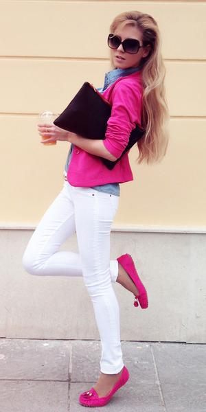 white-skinny-jeans-blue-light-collared-shirt-pink-magenta-jacket-blazer-magenta-shoe-loafers-sun-howtowear-fashion-style-outfit-spring-summer-blonde-lunch.jpg