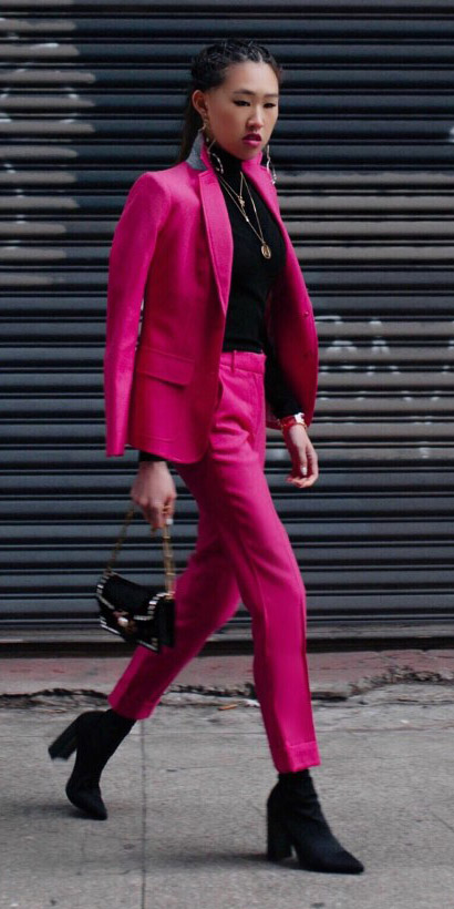 pink-magenta-slim-pants-black-tee-turtleneck-necklace-black-shoe-booties-black-bag-suit-pink-magenta-jacket-blazer-brun-fall-winter-lunch.jpg