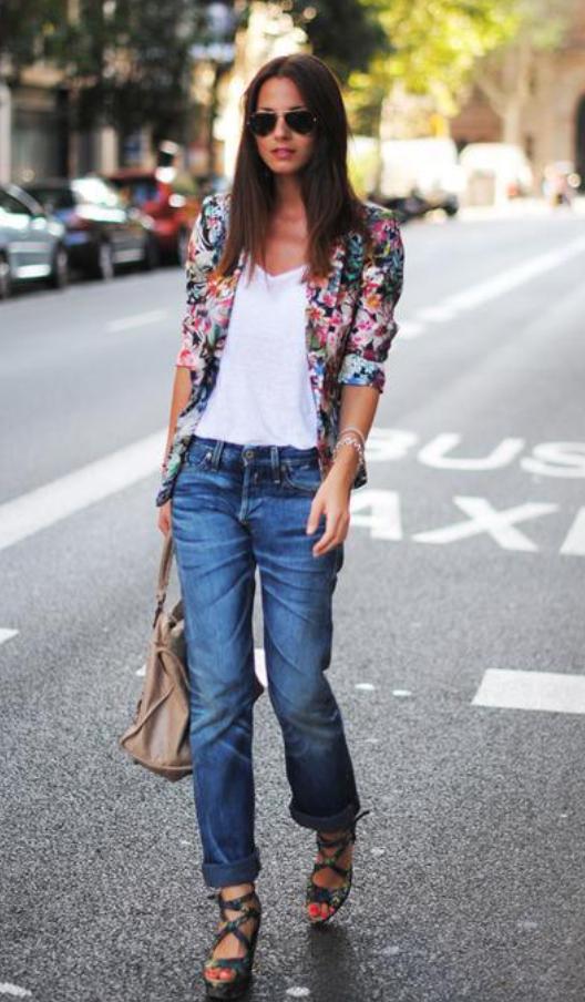blue-med-boyfriend-jeans-white-tee-pink-magenta-jacket-blazer-floral-sun-brun-tan-bag-green-shoe-sandalw-wear-outfit-spring-summer-lunch.jpg