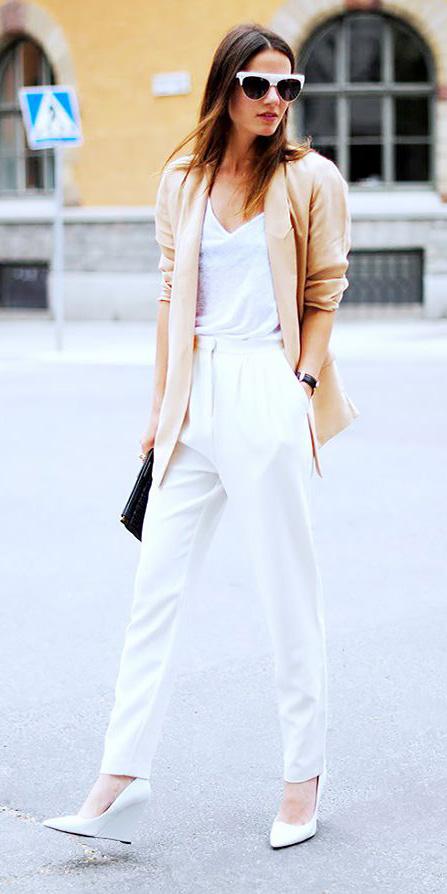 white-joggers-pants-white-tee-tan-jacket-blazer-white-shoe-pumps-sun-spring-summer-hairr-work.jpg