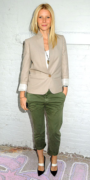 green-olive-chino-pants-white-tee-tan-jacket-blazer-black-shoe-pumps-blonde-necklace-pend-spring-summer-wear-fashion-style-celebrity-gwynethpaltrow-lunch.jpg