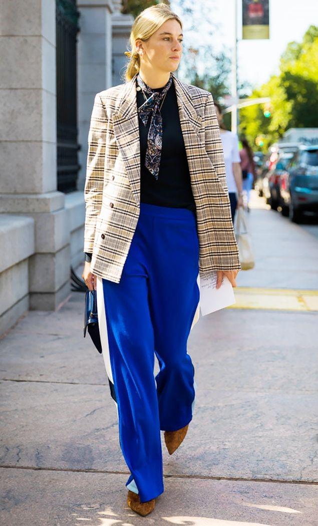 blue-med-wideleg-pants-blonde-bun-tan-jacket-blazer-plaid-fall-winter-thanksgiving-outfits-holidays-dinner.jpg