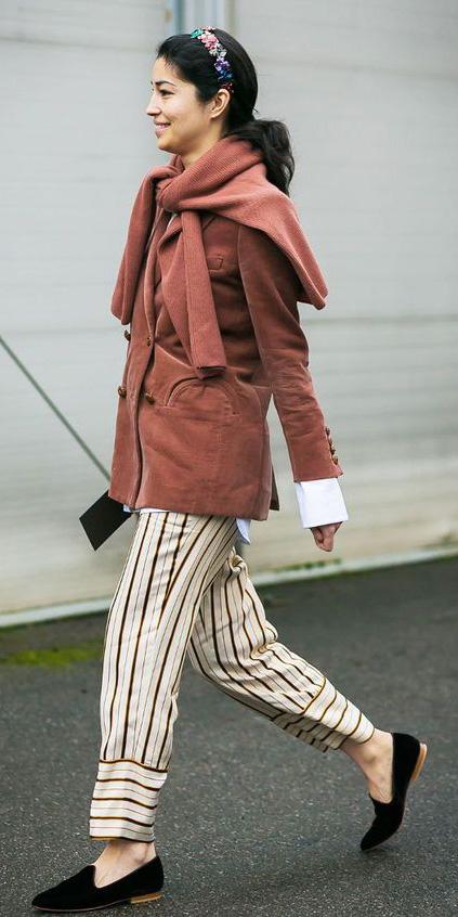 white-joggers-pants-vertical-stripe-peach-cardigan-camel-jacket-blazer-pony-brun-head-black-shoe-loafers-fall-winter-lunch.jpg